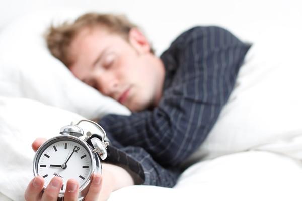 Sắp xếp thời gian nghỉ ngơi hợp lý giúp ngừa vô sinh ở nam giới