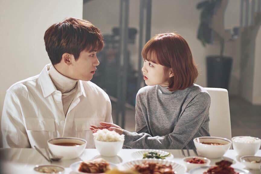 Bữa ăn tối đơn giản của cặp đôi đáng yêu Park Hyung Sik và Park Bo Young.