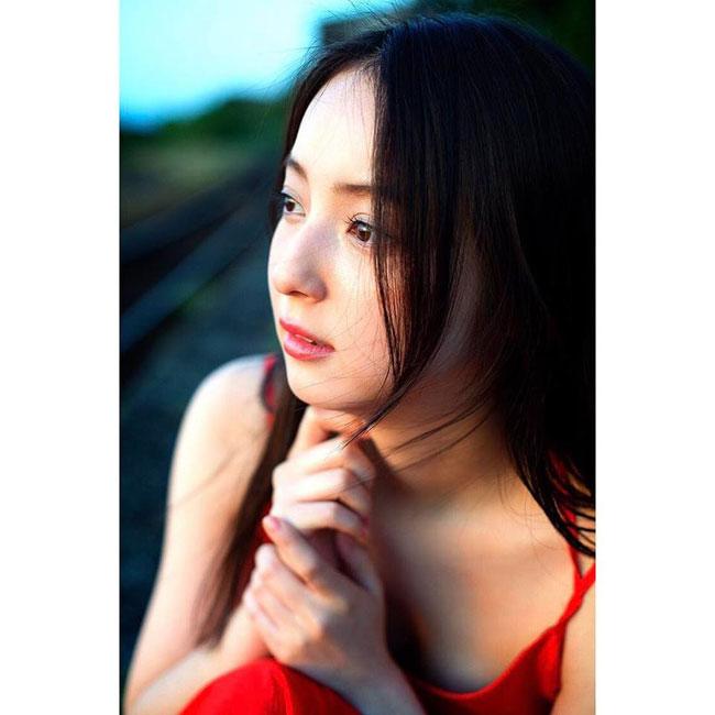 Xinh đẹp nhường này, dễ hiểu khi Nozomi Sasaki từng được bình chọn là cô gái xinh đẹp nhất Nhật Bản và đứng thứ 33 trong 100 người đẹp nhất thế giới năm 2011.