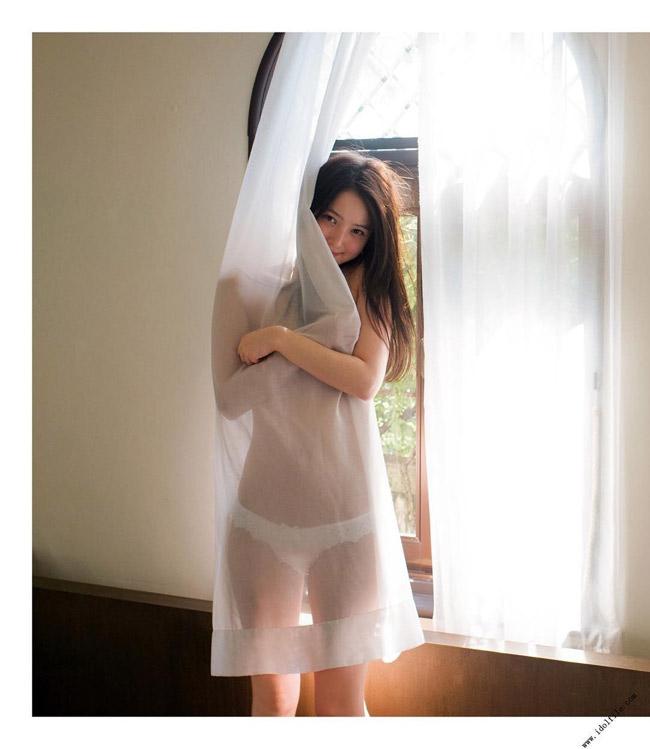 Điểm mạnh của Nozomi Sasaki là nụ cười tươi tắn và cô rất biết tận dụng nó khi chụp ảnh thời trang.