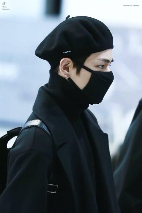 """V (BTS) đã từng gây """"sốt"""" bởi bộ sưu tập beret đa dạng của mình. (Ảnh: Winter Strawberry)"""