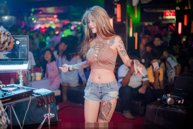 Chỉ với hình ảnh này, DJ Katoy (đến từ thành phố Pattaya, Thái Lan) nổi tiếng khắp cộng đồng Việt.