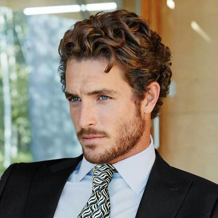 Đàn ông có tóc xoăn tự nhiên