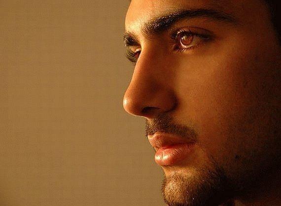 Đàn ông có mắt to, hai mí hoặc ánh mắt long lanh