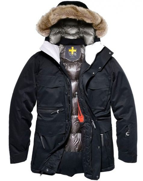 Dòng áo Grand Explore Parka của thương hiệu Colehaan có giá tham khảo 700 USD