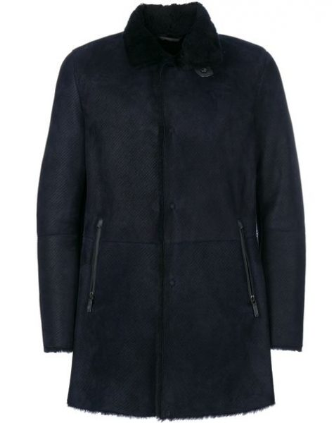 Shearling Coat từ thương hiệu thời trang Giorgio Armani có giá bán trên thị trường khá đắc đỏ 4.895 $
