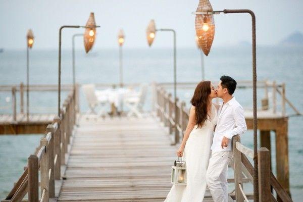 Sau khi hoàn thành nghi lễ đón dâu về nhà chồng, cô dâu phải hướng thẳng mặt, đi thẳng về phía trước và tuyệt đối không quay đầu lại.