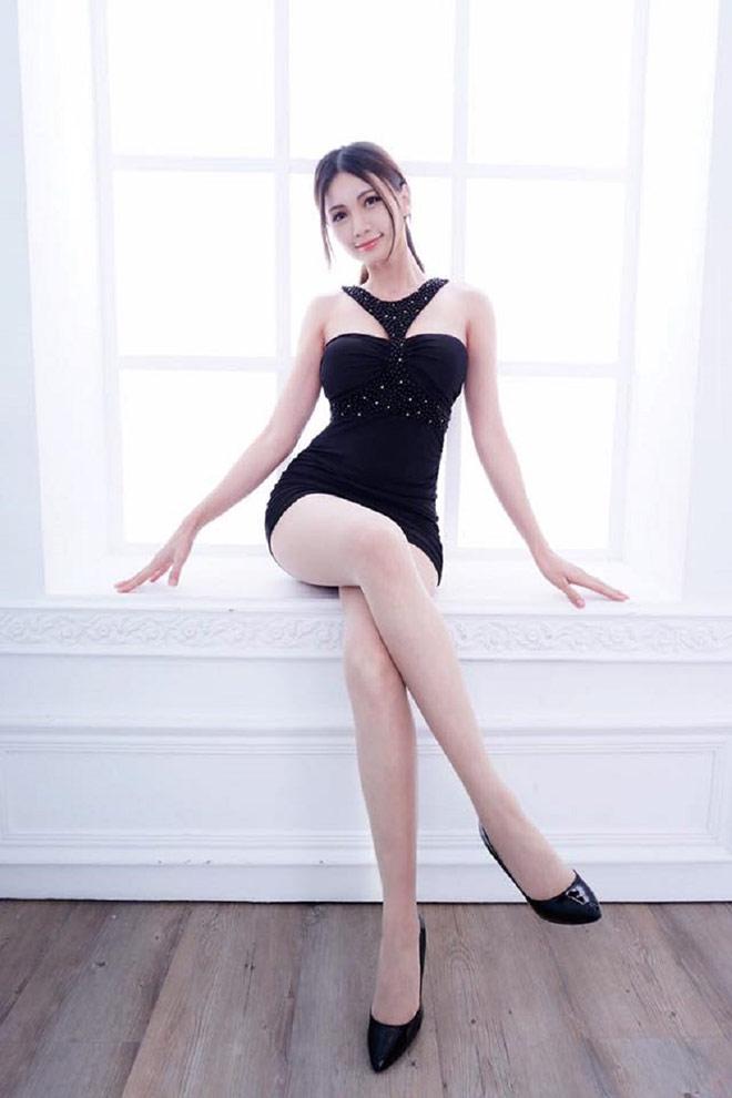 Dù trang điểm hay không trang điểm, phong cách truyền thống hay hiện đại thì Candice vẫn thực sự khiến người xem không thể rời mắt.