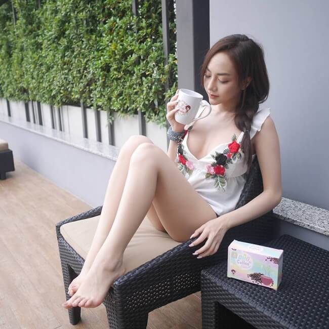 Hơn nữa, ngay từ đầu, hình ảnh mà hot girl Thái Lan này hướng đến không phải là hình ảnh một thiếu nữ ngây thơ, thanh thuần.