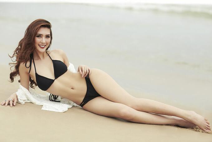 """Được biết, vòng eo hiện tại của người đẹp là 55cm nhỏ hơn vòng eo 56cm trứ danh trong showbiz Việt của """"Nữ hoàng nội y"""" Ngọc Trinh."""
