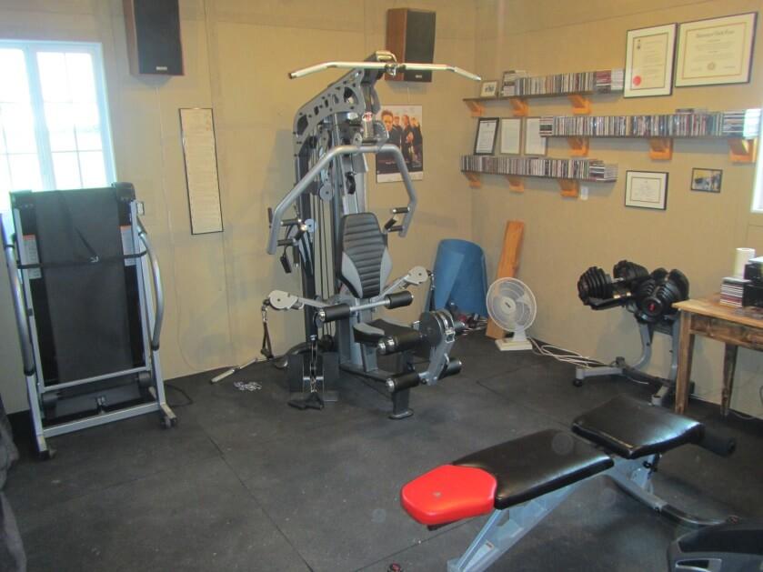 Máy tập tạ tất-cả-trong-một là cần, nhưng chưa đủ cho một phòng gym