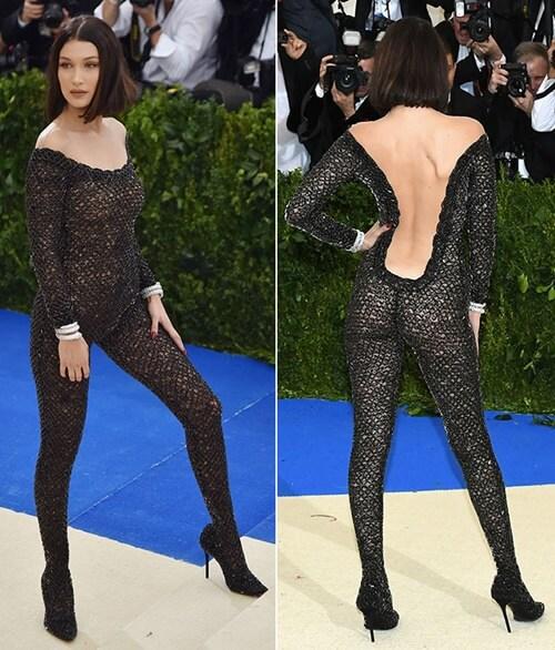 """Bộ bodysuit tại Met Gala 2017 có thể coi là """"đỉnh cao"""" của mốt không nội y, nhưng rất tiếc nó chẳng đẹp chút nào với Bella Hadid."""
