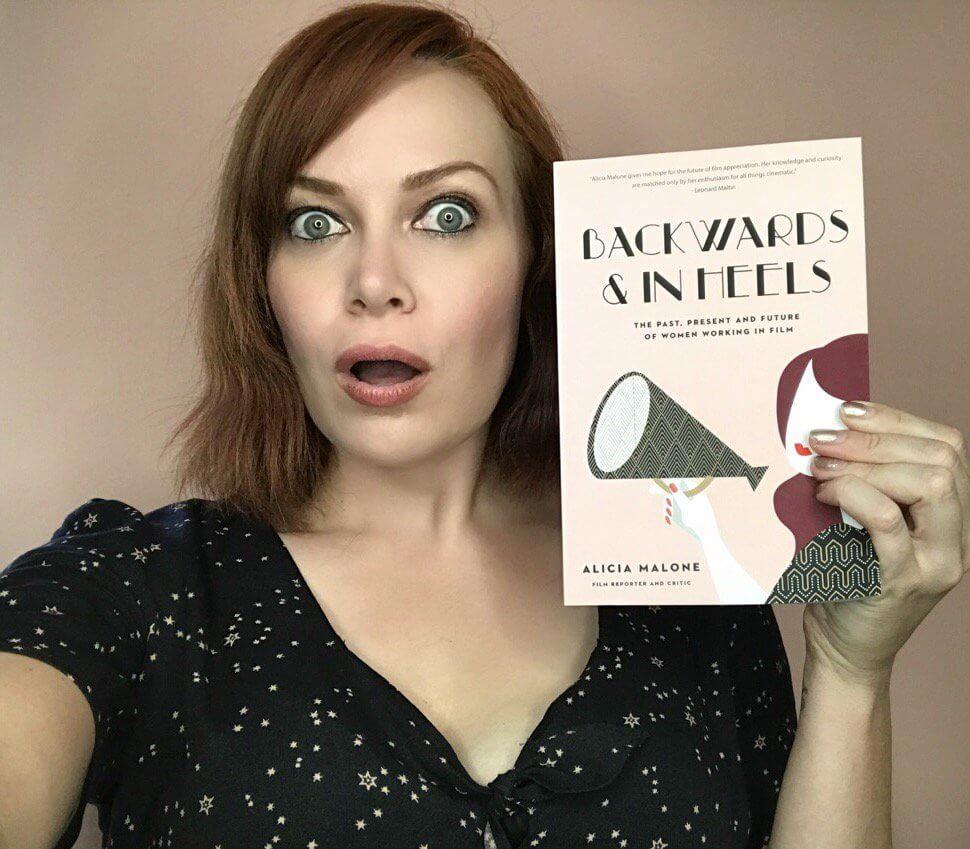 Alicia Malone và cuốn sách của mình
