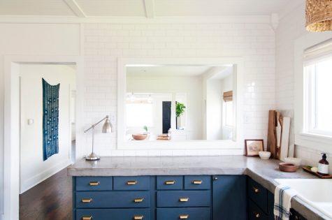 Vật liệu bê tông đươc sơn màu để thay đổi màu sắc làm cho không gian nhà ở trở nên khác biệt.