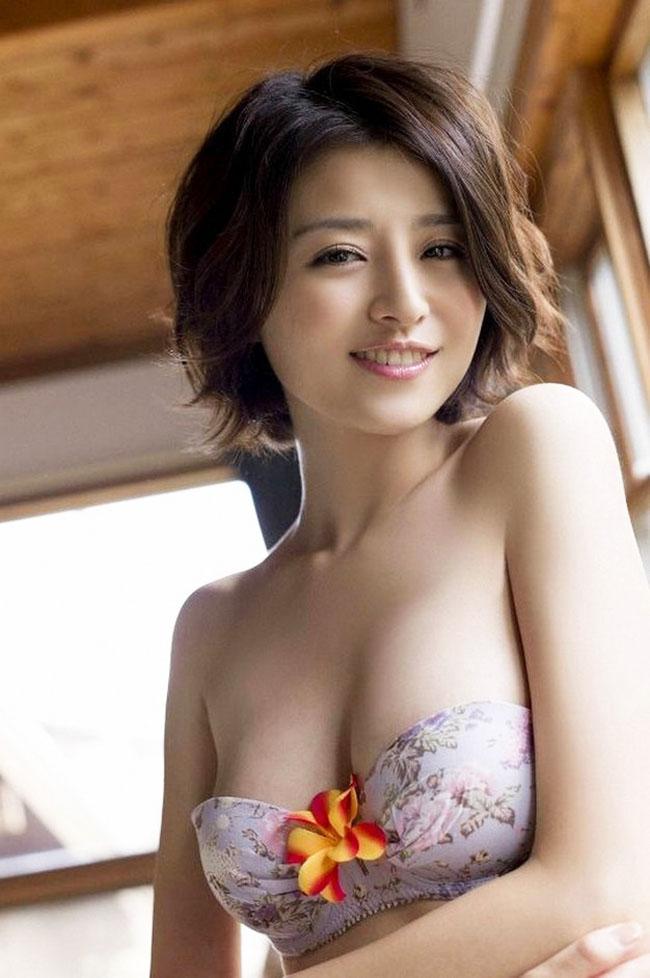 Đây là người mẫu Nhật Bản - Chinami Suzuki.