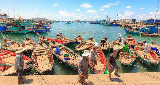 Một góc làng chài cổ Hàm Ninh