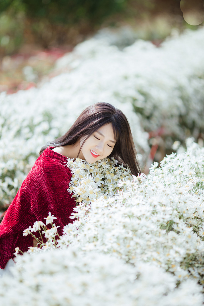 Cô nàng được biết đến từ hình ảnh xinh đẹp bên cốc trà sữa. Kể từ đó đến giờ, Kiều Trinh vẫn trung thành với phong cách nữ tính, dịu dàng, có phần tiểu thư.