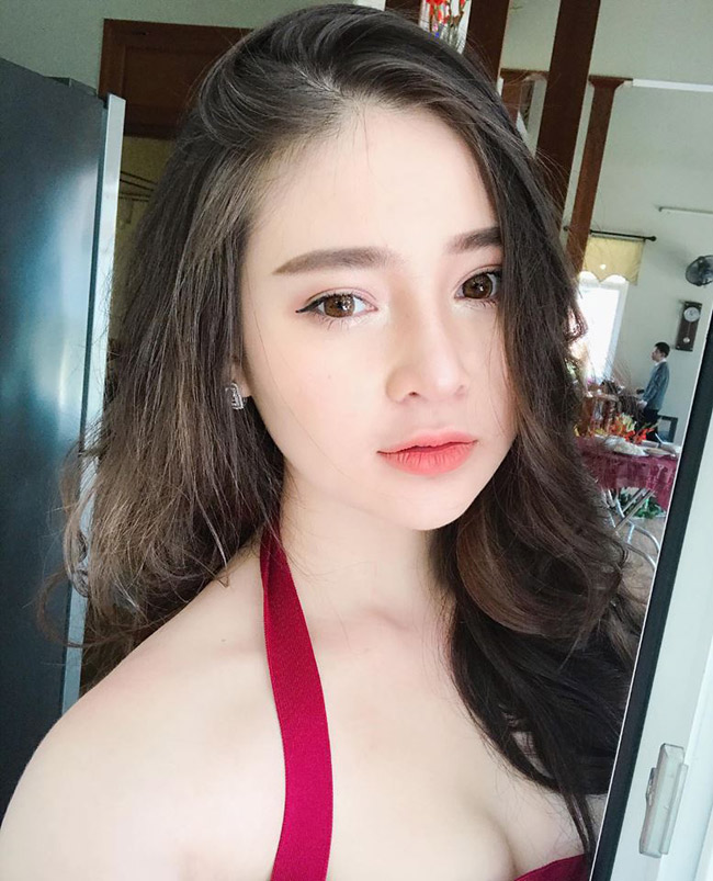 Thái Thảo Nguyên (sinh năm 1998, Đà Nẵng, sinh viên trường Đại học RMIT) từng nổi tiếng cộng đồng mạng cách đây 2 năm nhờ gương mặt xinh đẹp và hình thể quá đỗi nóng bỏng.