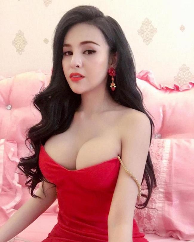 Người đẹp 24 tuổi - Denny Kwan là diễn viên kiêm người mẫu ở Campuchia.