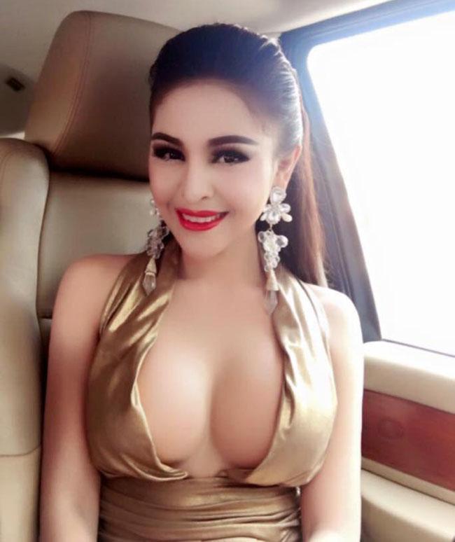 Vì ăn mặc quá sexy, cô nàng từng bị cấm đóng phim.