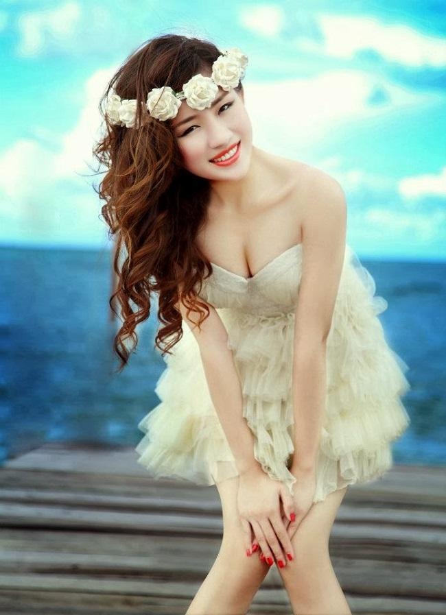 Hot girl - Pich Avisa cũng sở hữu nhiều khung hình sexy hết nấc.