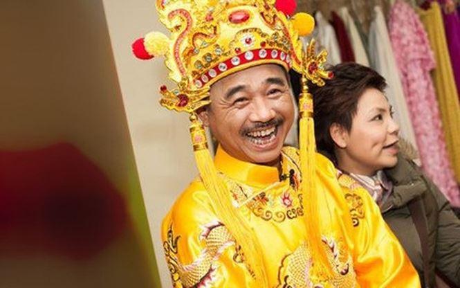 Dù tạo hình bao năm không thay đổi, Quốc Khánh vẫn khiến vai diễn Ngọc Hoàng đầy sức sống bằng lối diễn đặc biệt của mình.