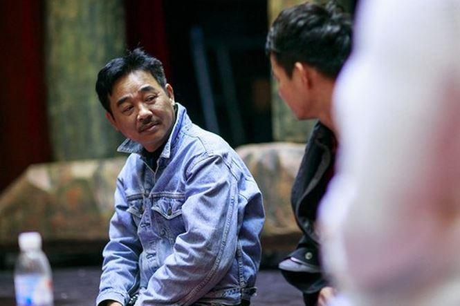 """Đã bước sang tuổi ngũ tuần nhưng diễn viên Quốc Khánh vẫn """"phòng không"""" vì không muốn làm khổ phụ nữ."""