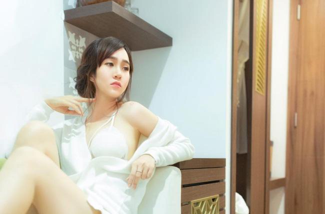 Vẻ đẹp mộc mạc và làn da trắng hồng của cô gái trẻ khiến người nhìn không khỏi xuýt xoa.