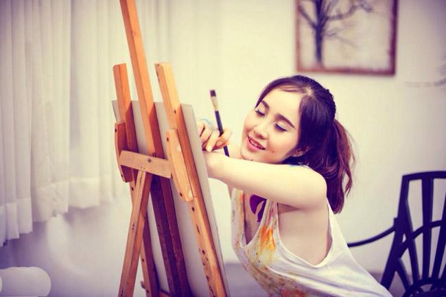 Cô giáo trẻ gây ấn tượng bởi những bộ ảnh nghệ thuật đăng tải trên trang cá nhân.