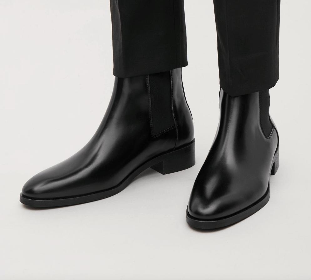 Chelsea Boots sở hữu những đặc điểm riêng biệt so với các loại Boots khác.