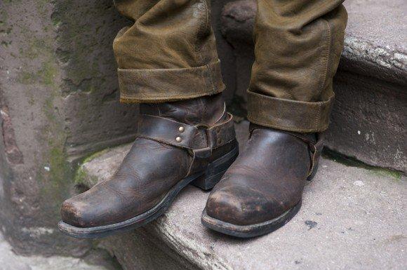 Harness Boots là người bạn đồng hành trên những chuyến xe của nhiều chàng trai. Ảnh: articlesofstyle.com