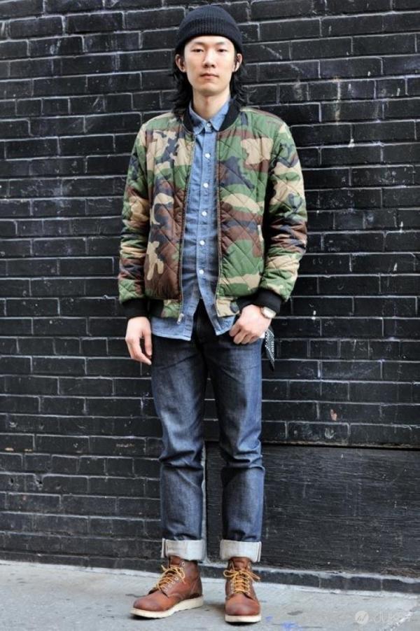 Đối với những set đồ đơn giản, một chiếc áo khoác bomber hoạ tiết là lựa chọn tuyệt vời giúp outfit của bạn trở nên ấn tượng.