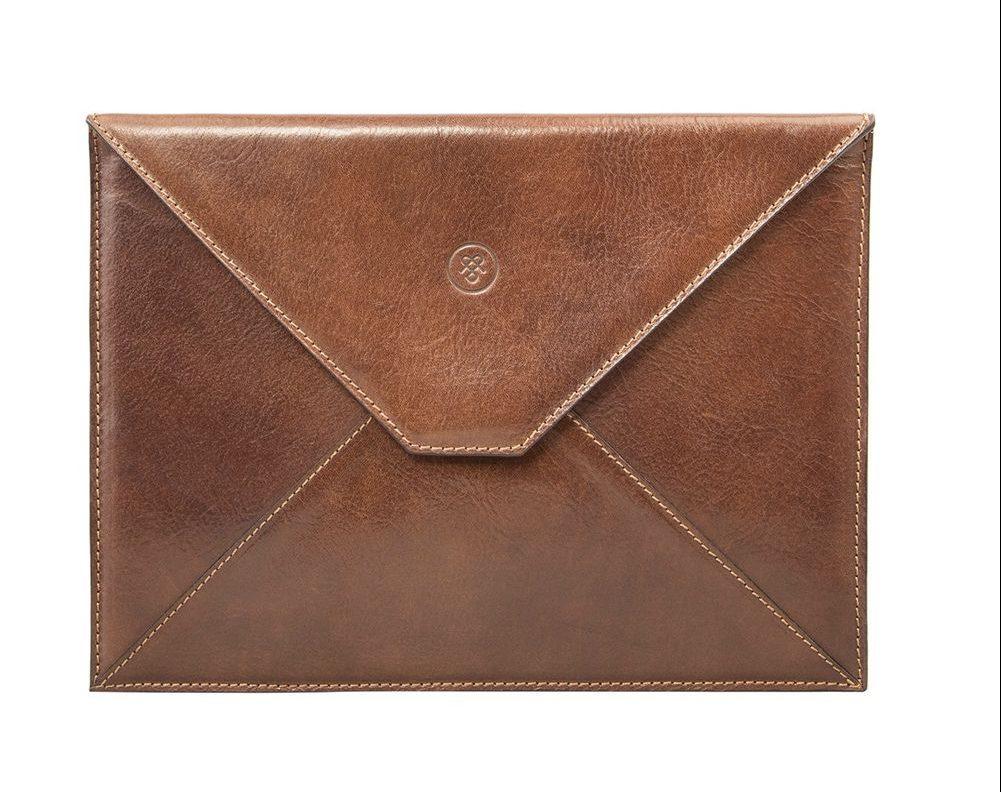 Ettore leather tablet case, giá tham khảo: 200USD. Ảnh: maxwellscottbags.com