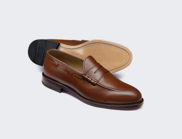 Mẫu giày charles tyrwhitt tan penny loafer có mức giá khoảng 5,6 triệu VND.