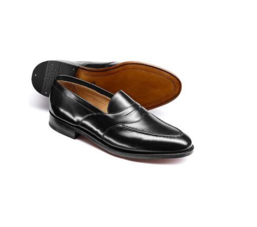 Mẫu giày charles tyrwhitt black goodyear welted saddle loafer có mức giá khoảng 5,6 triệu VND.