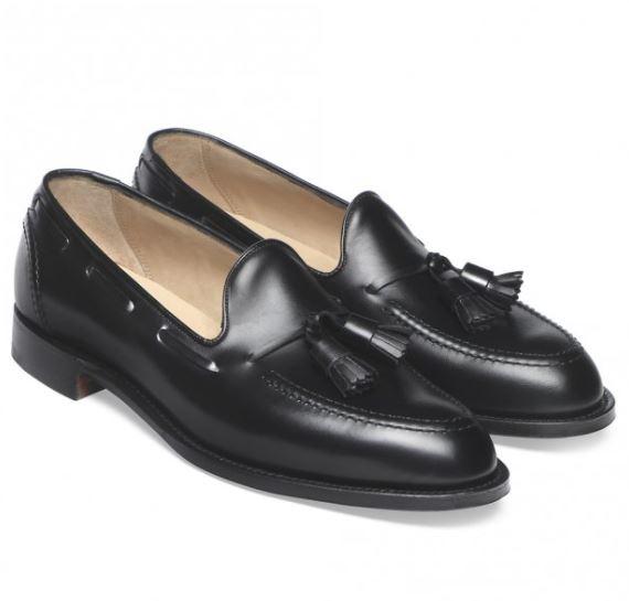 Mẫu giày Cheaney Harry Tassel Loafer in Black calf leather có mức gía 292 Bảng Anh (~6,6 triệu VND)