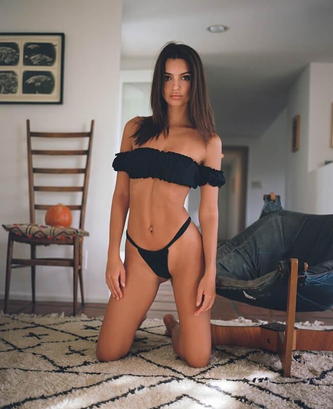 """""""Thiên thần sexy thích để ngực trần"""" sở hữu thân hình bốc lửa với chiều cao 1m70, số đo 3 vòng 89-61-86 cm."""