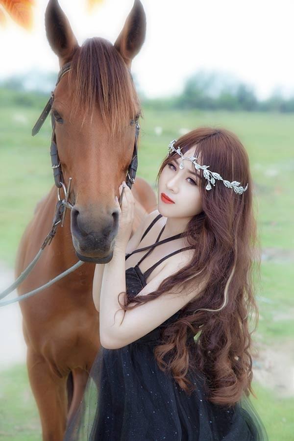 Hoàng Phương vì quá tự ti do thân hình mũm mĩm trước đây, cô đã quyết tâm giảm cân và có một thân hình hoàn hảo.