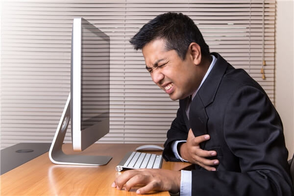 Lối sống không lành mạnh có thể đem đến cho bạn hậu quả khủng khiếp: đau tim đến tử vong. Photo: Hellobacsi