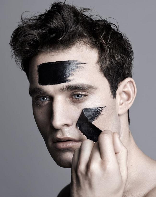 Hãy sử dụng mặt nạ lột để loại bỏ mụn cám và các sợi bã nhờn ở các vùng tiết nhiều dầu trên mặt bạn.