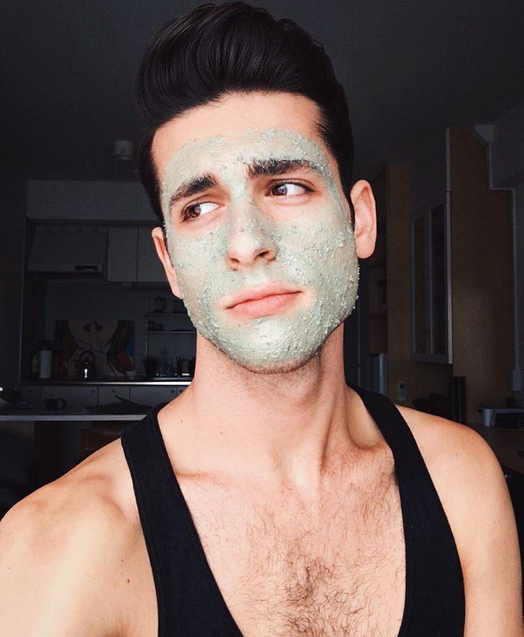Mặt nạ đất sét chính là người bạn hoàn hảo cho hầu hết các chàng trai nhất là đối với da dầu và mụn. Nguồn ảnh: theidleman.com