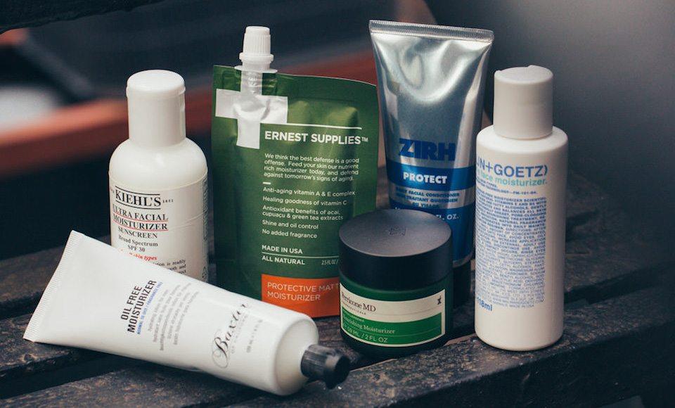 Tìm những sản phẩm cấp nước cho da nhờn nhé