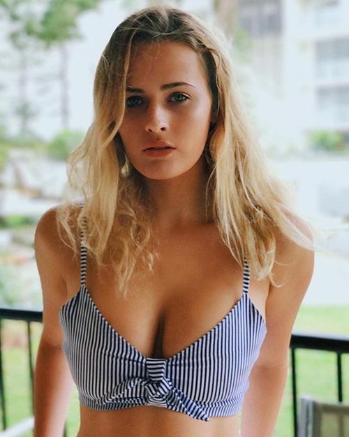Theo thông tin đăng tải, Bonnie-Lou Coffey vốn là một hot girl, người mẫu rất nổi tiếng ở Australia. Cô nàng có tới 280.000 người theo dõi chỉ tính riêng trên trang Instagram cá nhân.