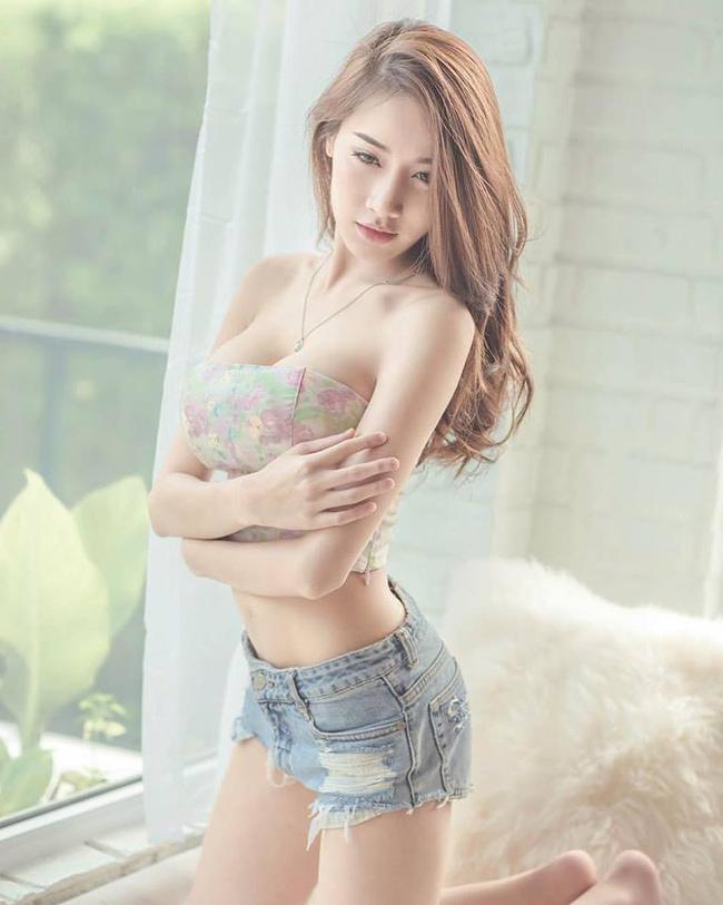 Với số đo ba vòng lý tưởng, Pichana Yoosuk hấp dẫn không kém bất cứ người mẫu nổi tiếng nào.