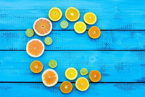 Ngoài mỹ phẩm, thì vitamin C từ tự nhiên cũng là một nguồn cung cấp hiệu quả cho da bạn.
