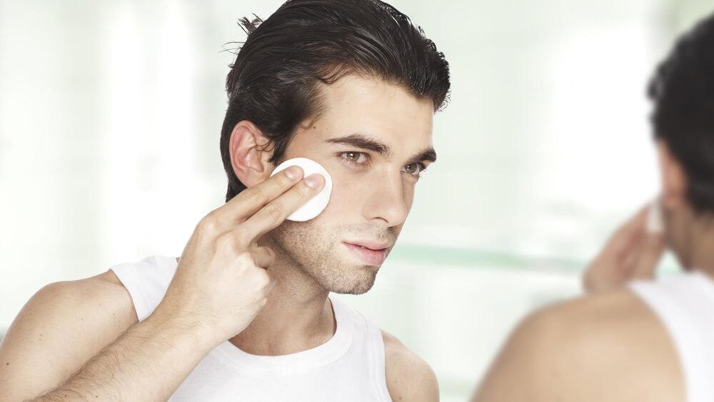 Tế bào chết quá nhiều lần trong một tuần dẫn đến việc làn da bị tổn thương một cách nặng nề. Photo: Clevie