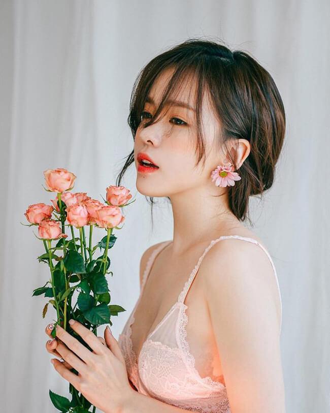 """Trong thời gian, Ha Neul tiếp tục khoe loạt ảnh đẹp lung linh khác trên Instagram khiến fan không ngừng """"xuýt xoa""""."""