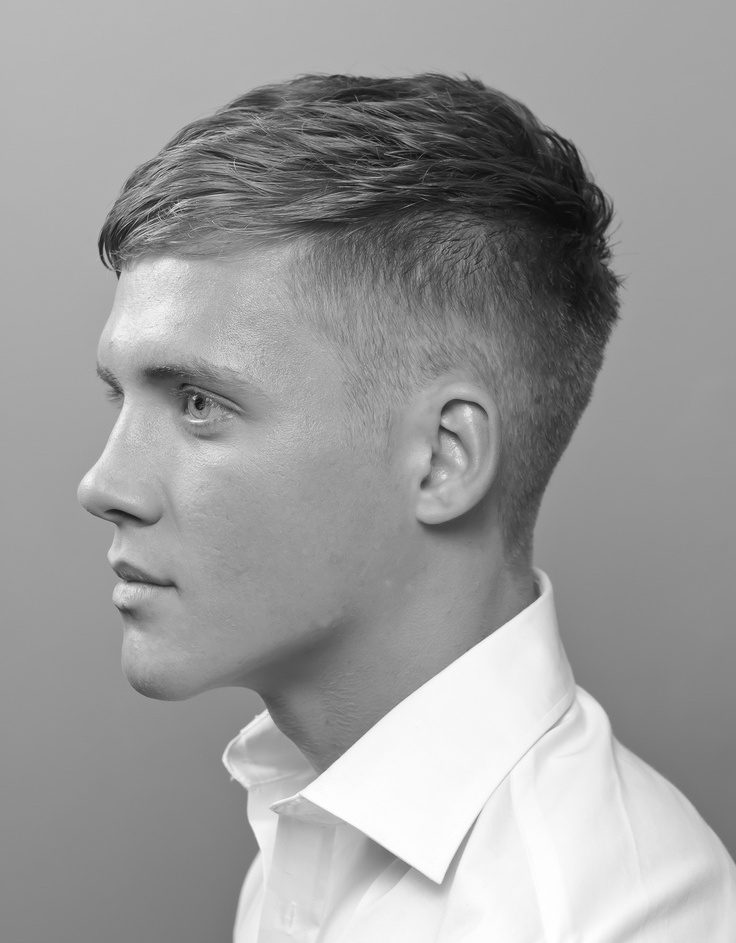 Chàng trai sẽ trẻ trung hơn với kiểu tóc Undercut mái ngắn