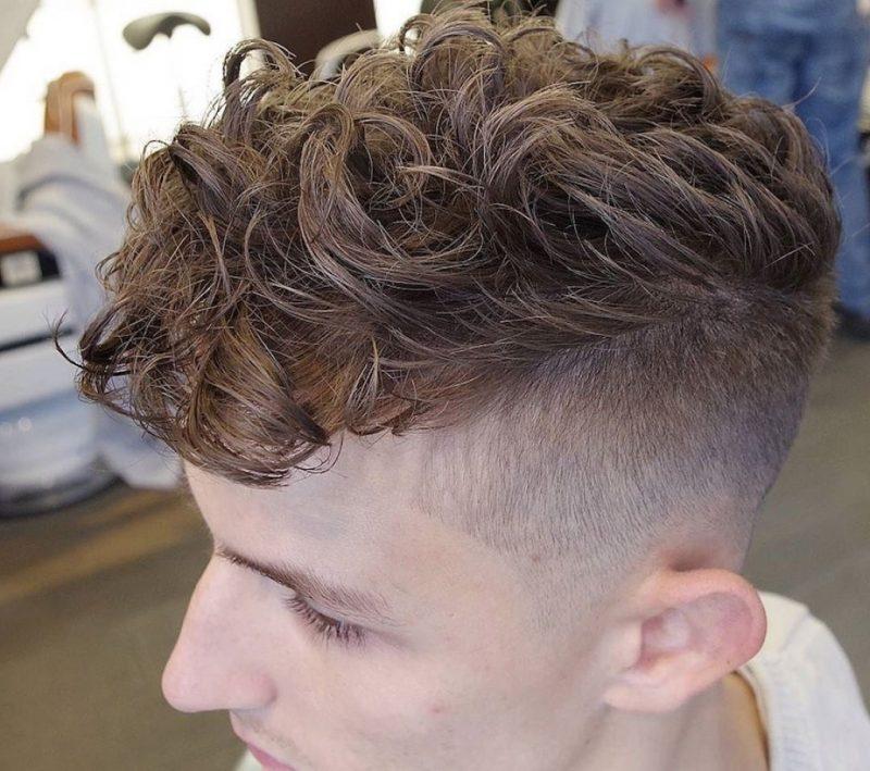 Hoặc được kết hợp với sáp vuốt tóc để tạo ra một kiểu tóc nào đó như Undercut trong hình