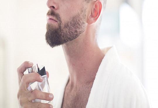 Hãy đủ tỉnh táo để loại bỏ sản phẩm chứa thành phần này ngay trong danh sách mỹ phẩm nam. (Ảnh: GettyImages)